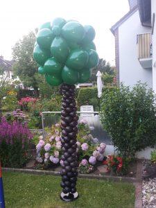 Ein Baum im Garten