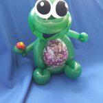 Frosch mit Blume und Geldgeschenk (2)