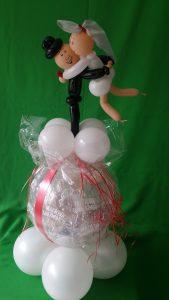 Ein großer Geschenkballon zur Hochzeit