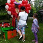 Ballon-Verdreher Stefan mit einer Deko