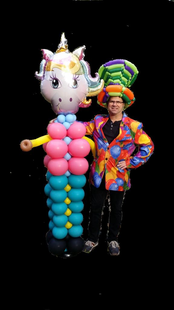 Ballon-Verdreher Stefan mit einem Einhon